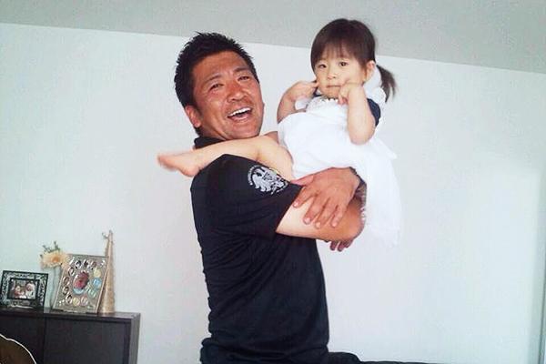 札幌のゴルファー山内プロと愛娘との写真。